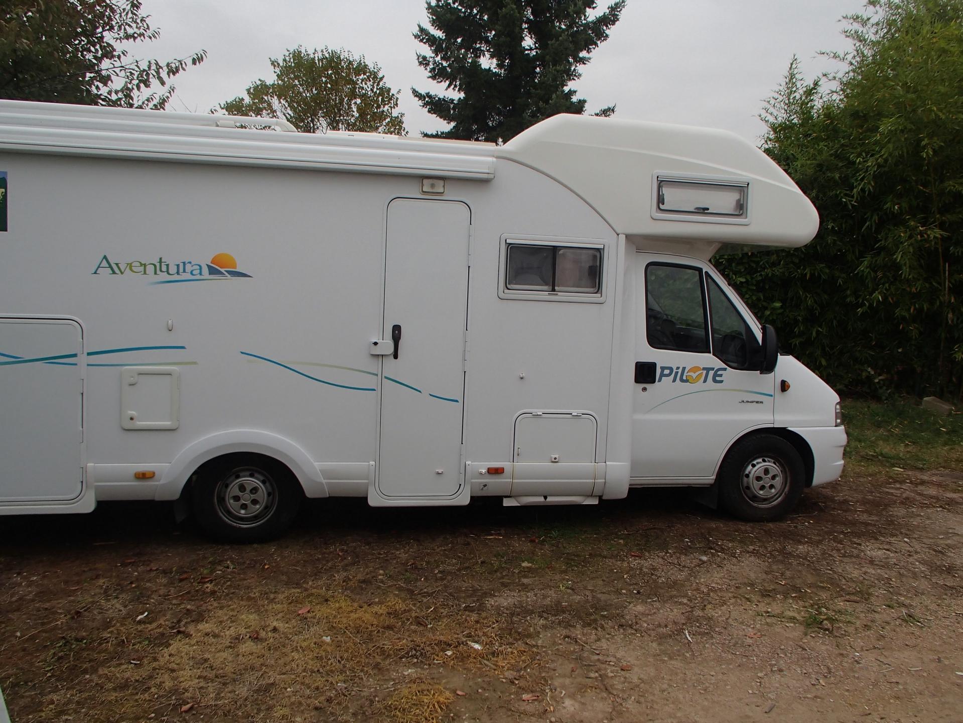 promo camping car pilote sur citroen 2 8l hdi occasion 25 900 euros. Black Bedroom Furniture Sets. Home Design Ideas